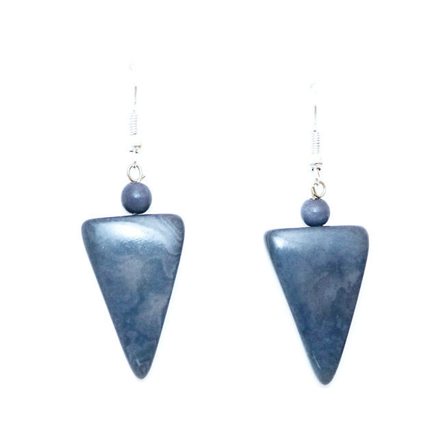 Boucles d'oreilles graine de tagua triangle cayambé bleu ardoise - Tagua and Co 007